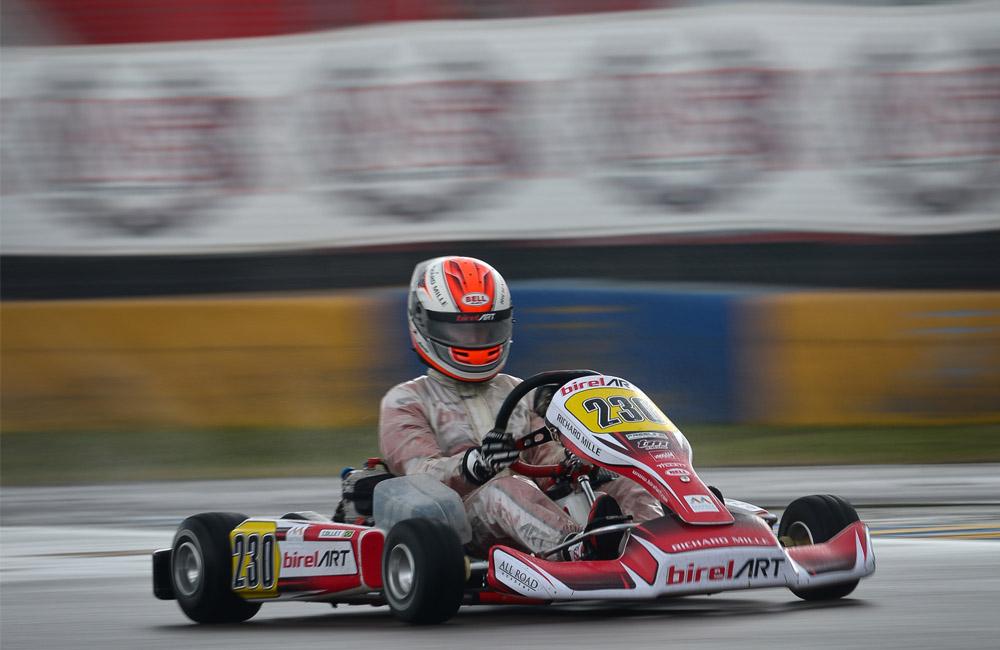 Caio Collet volta ao palco de seu pódio no Mundial de Kart 2015 na 3ª etapa do WSK