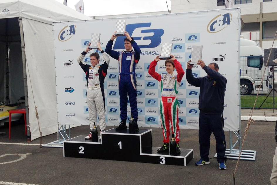 Pedro Goulart estreou com pódio e vice-liderança na Fórmula 3 Academy
