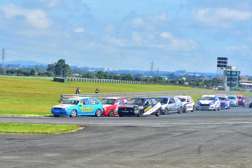 Paranaense de Marcas inicia com a expectativa de 70 carros no grid
