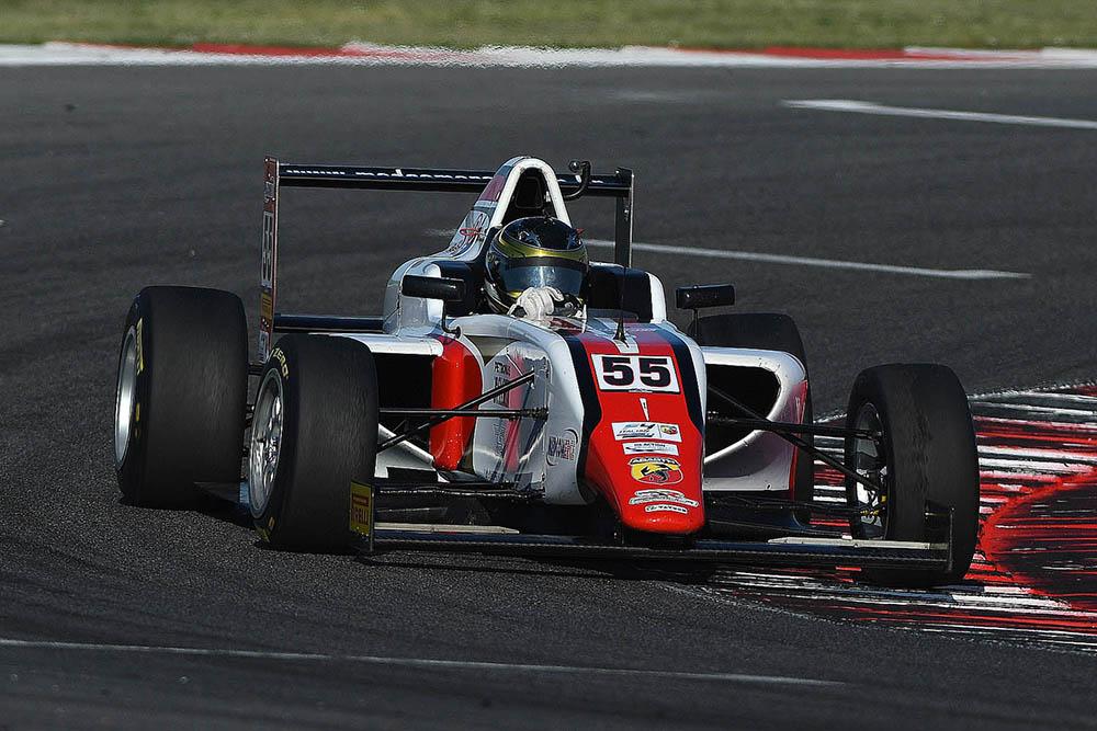Felipe Branquinho vai ao pódio na primeira da F4 Italiana