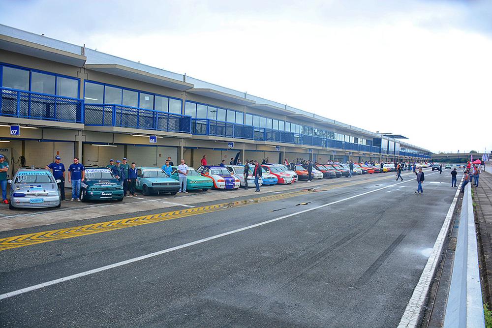 Paranaense de Marcas começa com 76 carros A primeira etapa da competição foi disputada sábado e domingo no Autódromo Internacional de Curitiba