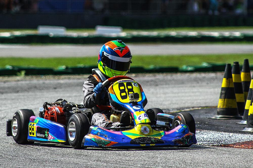 Luca Neuenschwander volta ao Top10 da Copa SP Light