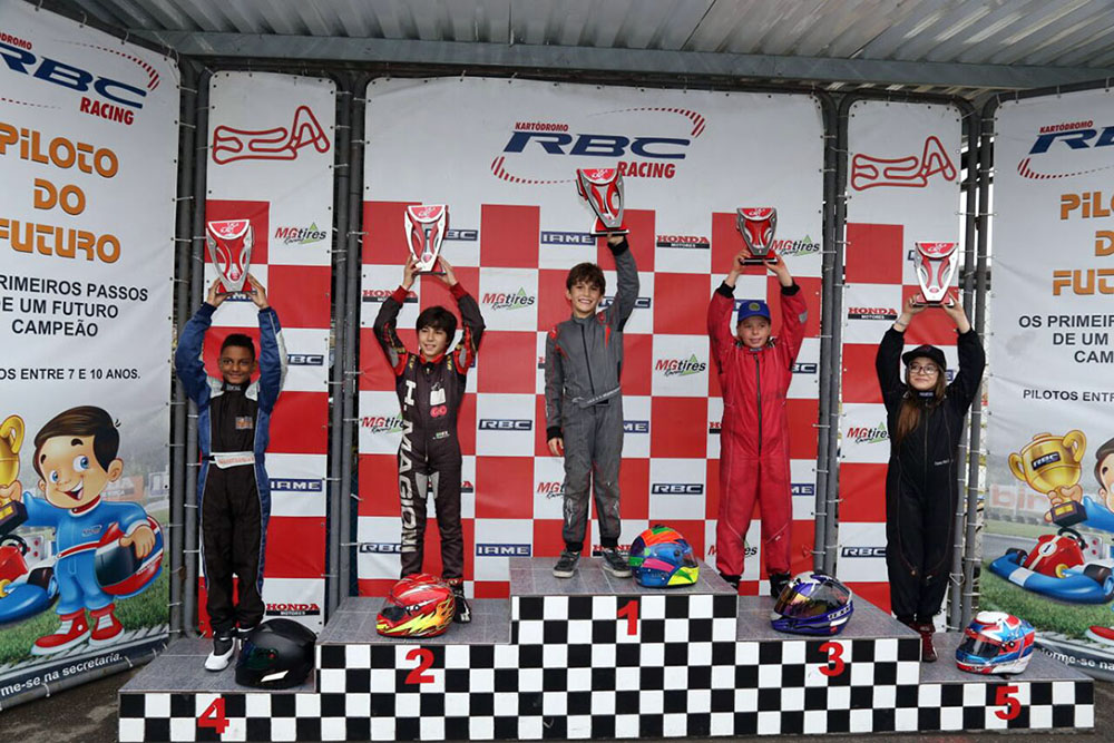 Luca Neuenschwander foi ao alto do pódio na Taça Minas de Kart